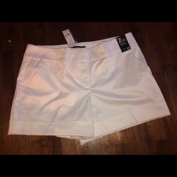 """New York & Company Pants - New York & co 4"""" shorts stretch 10 new 7th ave nwt"""